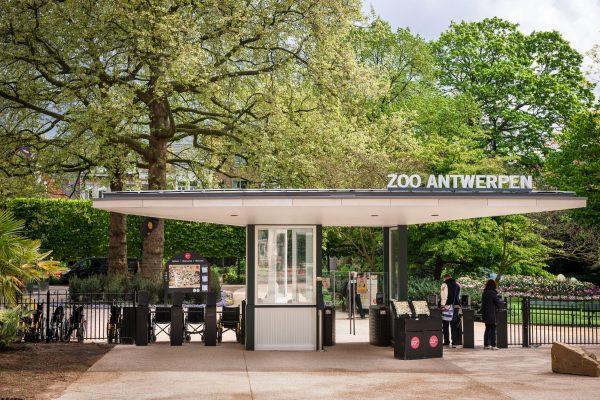 ingang-flamingoplein-zoo-antwerpen-jonas-verhulst-26042017-2